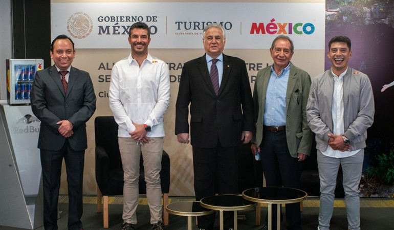 """Checo Pérez y Memo Rojas serán """"embajadores"""" del turismo en 160 países"""